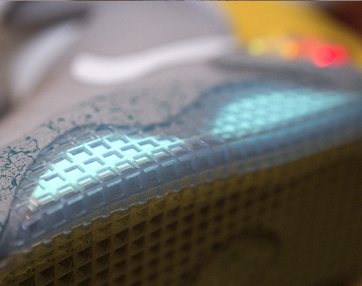 2011-nike-mag-unboxing-32