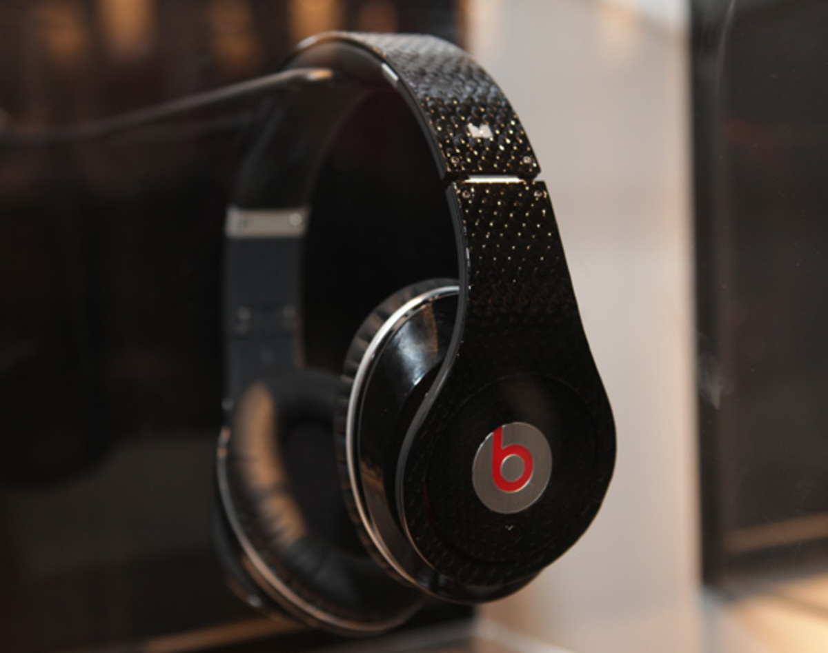 beats-by-dre-custom-headphones-07
