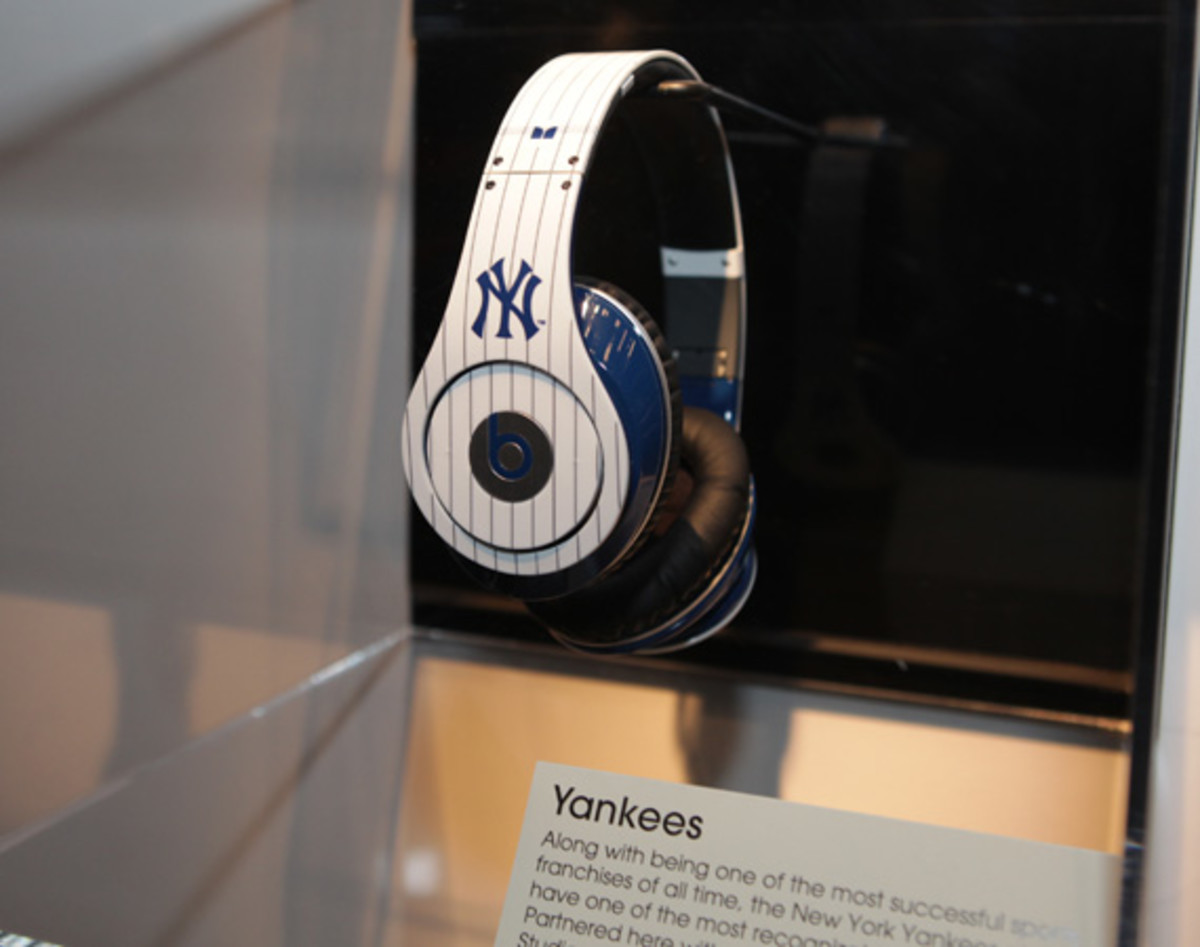 beats-by-dre-custom-headphones-04