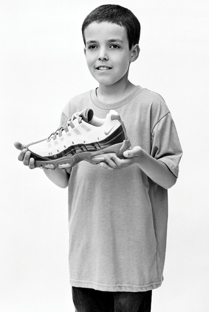 nike-doernbecher-freestyle-2011-air-max-95-daniel-bair-06a