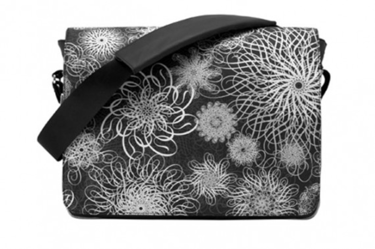 incase-ryan-mcginness-capsule-collection-shoulder-bag-05