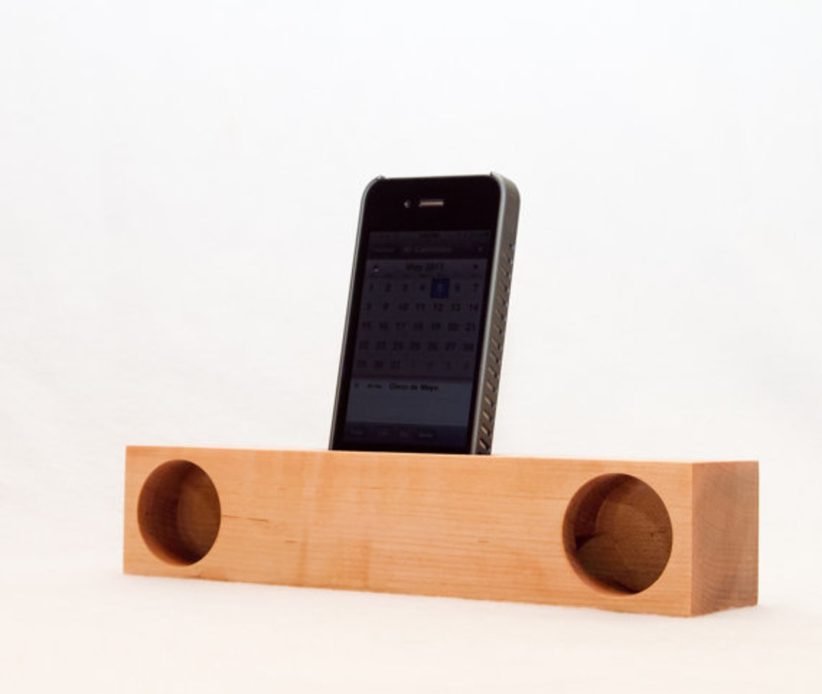 yellow-glue-blues-iphone-acoustic-dock-04