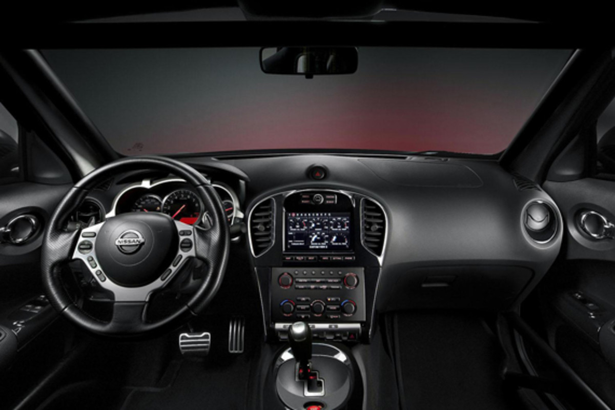 nissan-juke-r-officially-unveiled-14