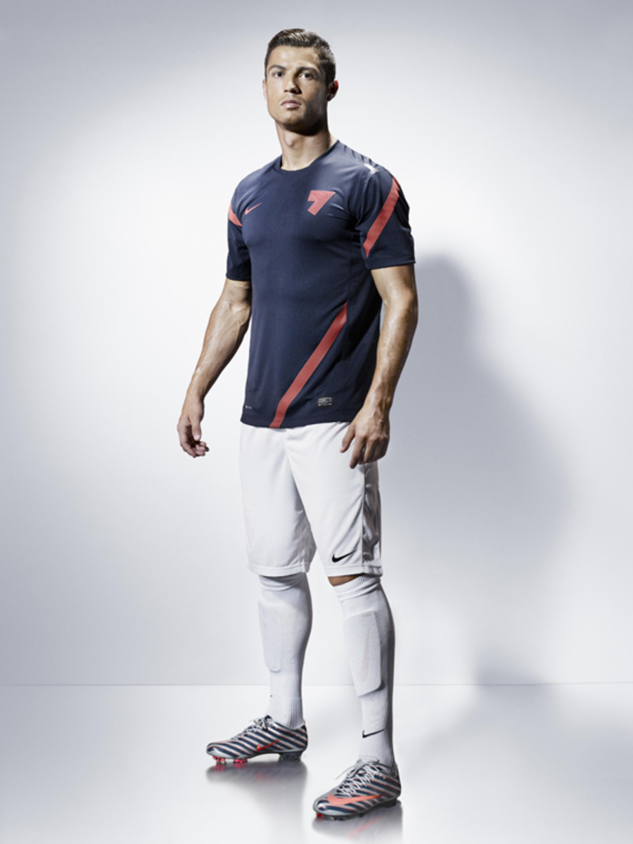 Nike-Cristiano-Ronaldo-CR-Collection-058