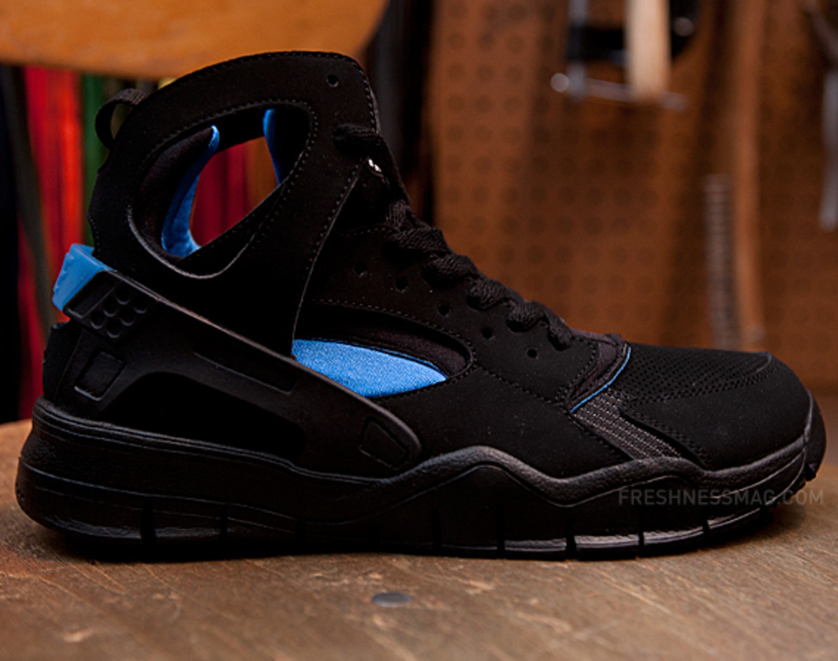 nike-air-huarache-basketball-2012-qs-black-italy-blue-01