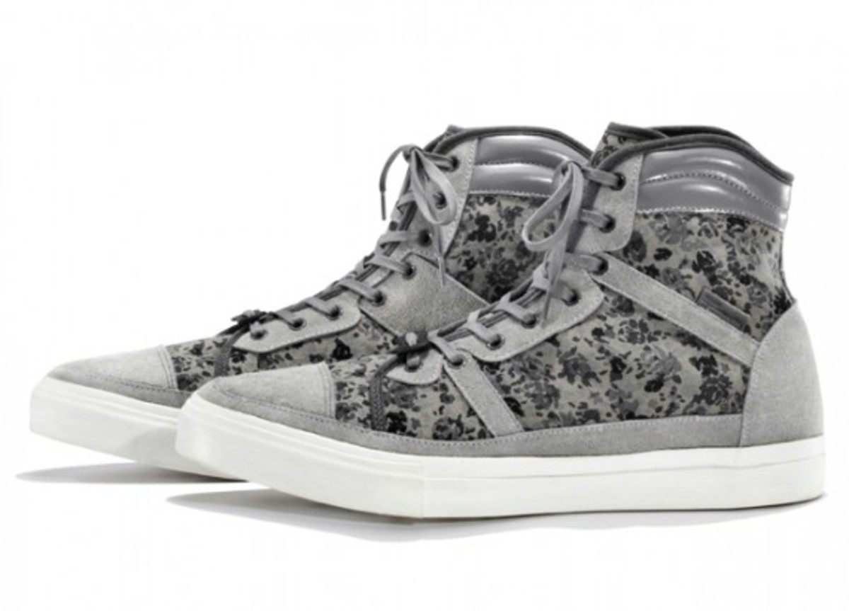 white-mountaineering-flower-camo-print-hi-sneakers-01