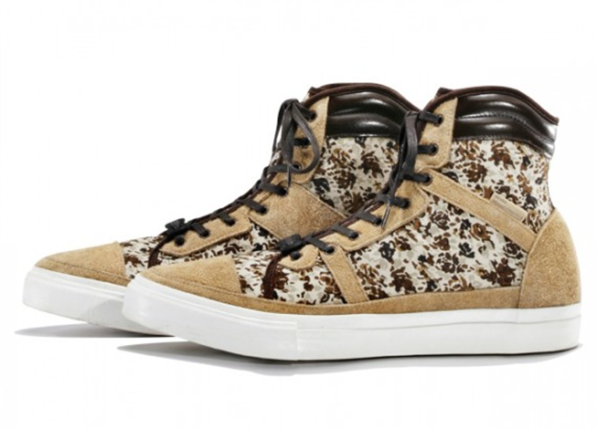 white-mountaineering-flower-camo-print-hi-sneakers-02