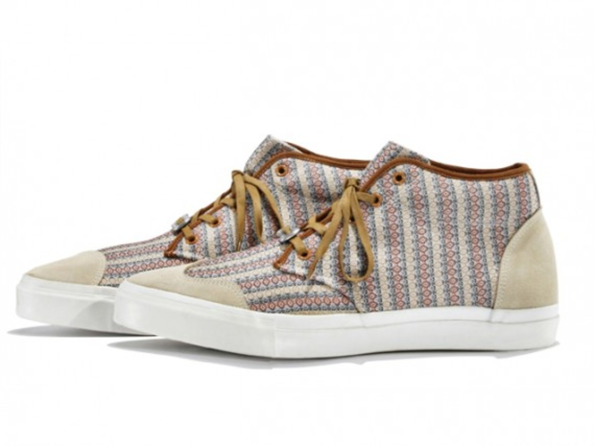 white-mountaineering-cotton-mini-jacquard-mid-sneakers-02