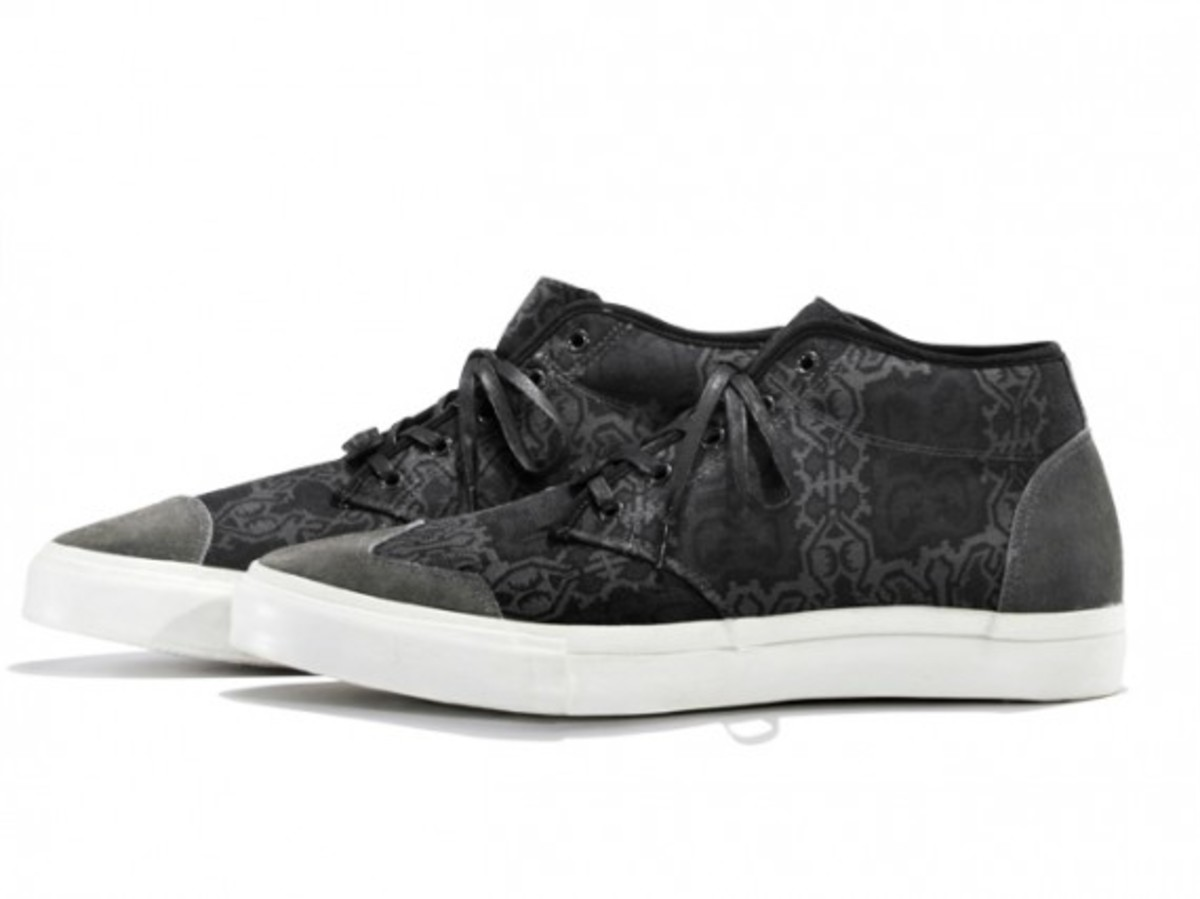 white-mountaineering-cotton-jacquard-batik-mid-sneakers-01