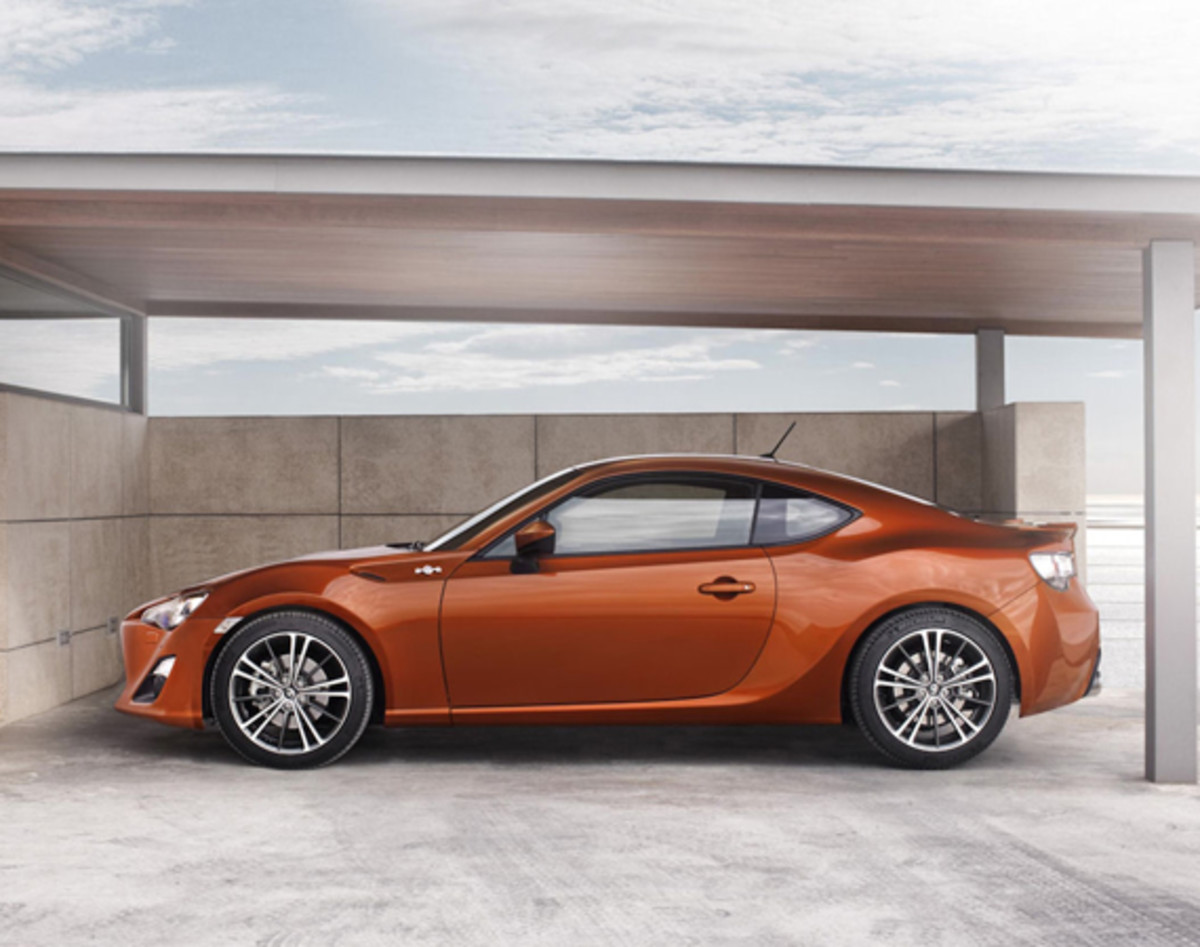 toyota-gt-86-officially-unveiled-08