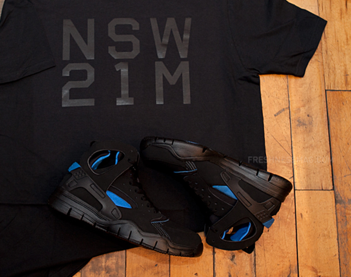 nike-air-huarache-basketball-2012-qs-black-italy-blue-10