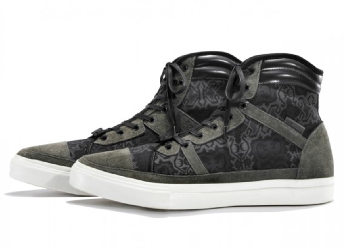white-mountaineering-cotton-jacquard-batik-hi-sneakers-01