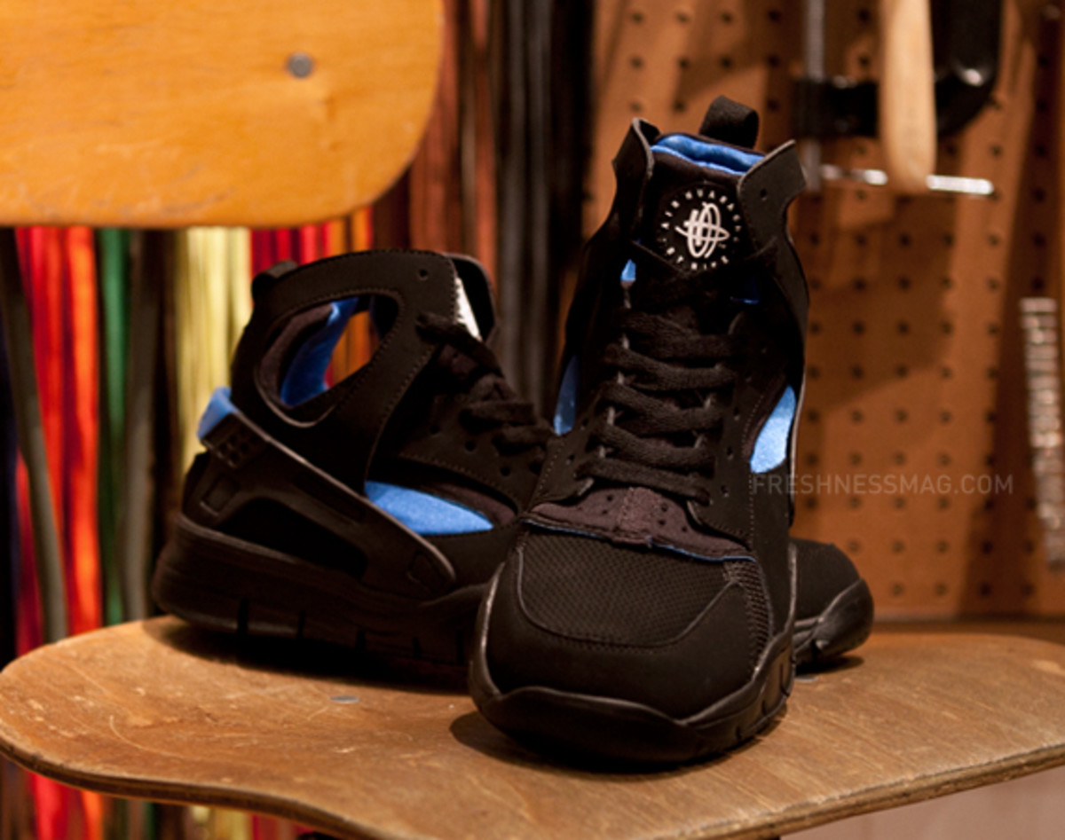 nike-air-huarache-basketball-2012-qs-black-italy-blue-08
