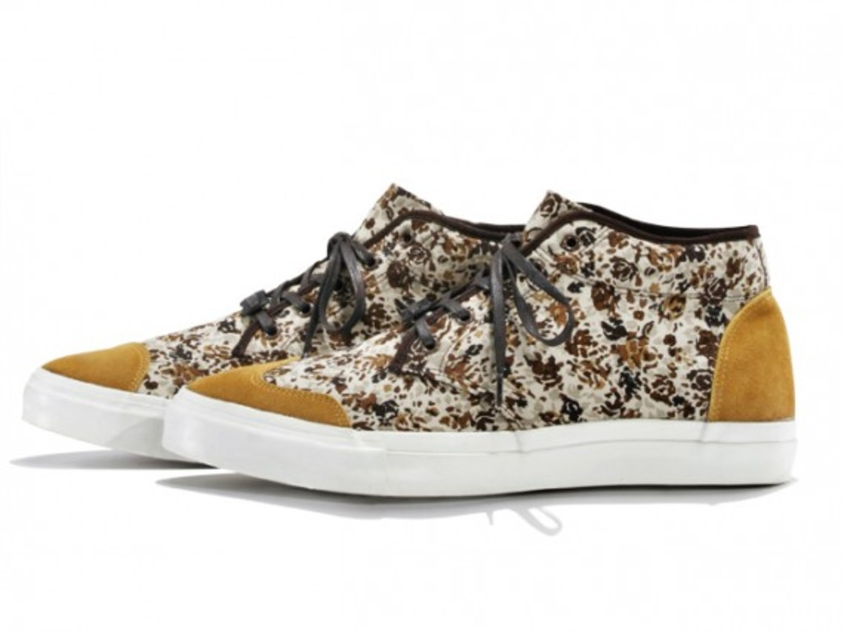 white-mountaineering-flower-camo-print-mid-sneakers-02