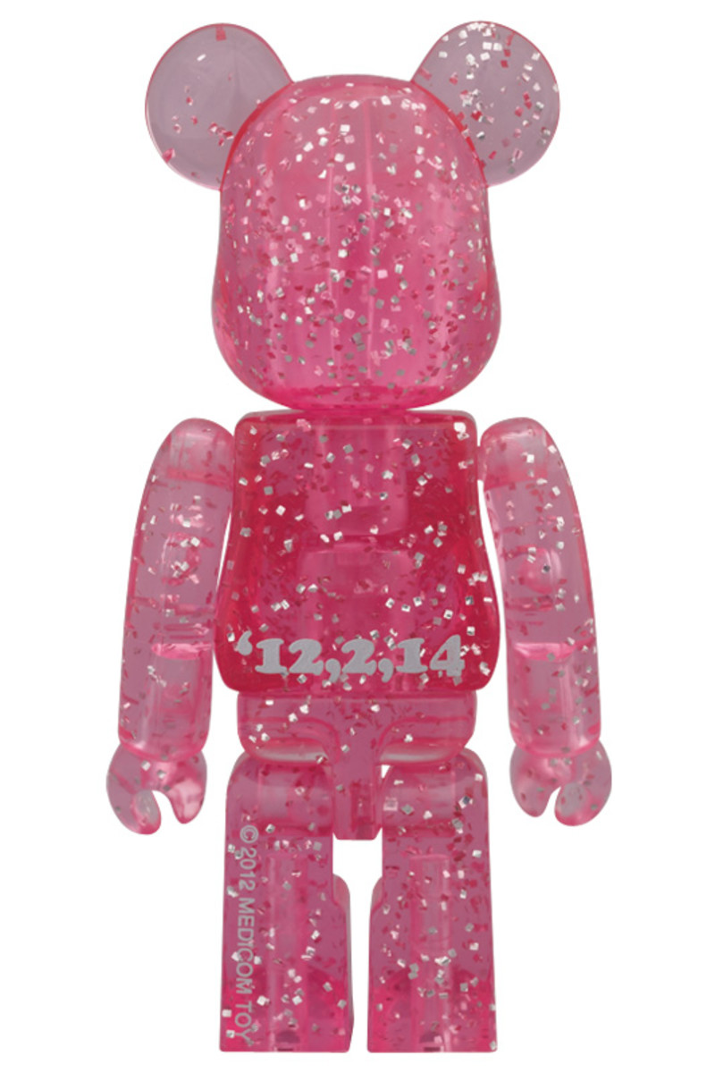 medicom-toy-2012-valentines-day-bearbrick-02