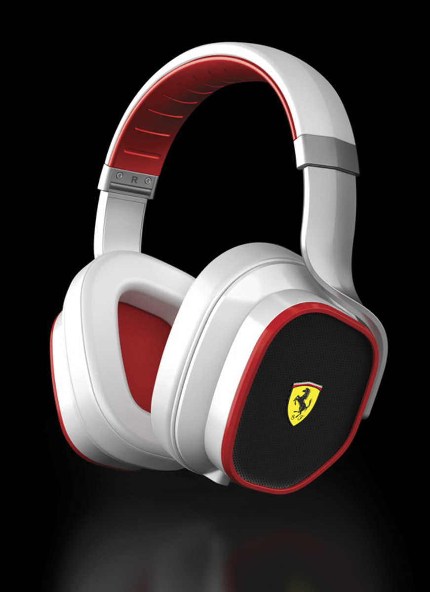 logic3-scuderia-ferrari-collection-r300-01