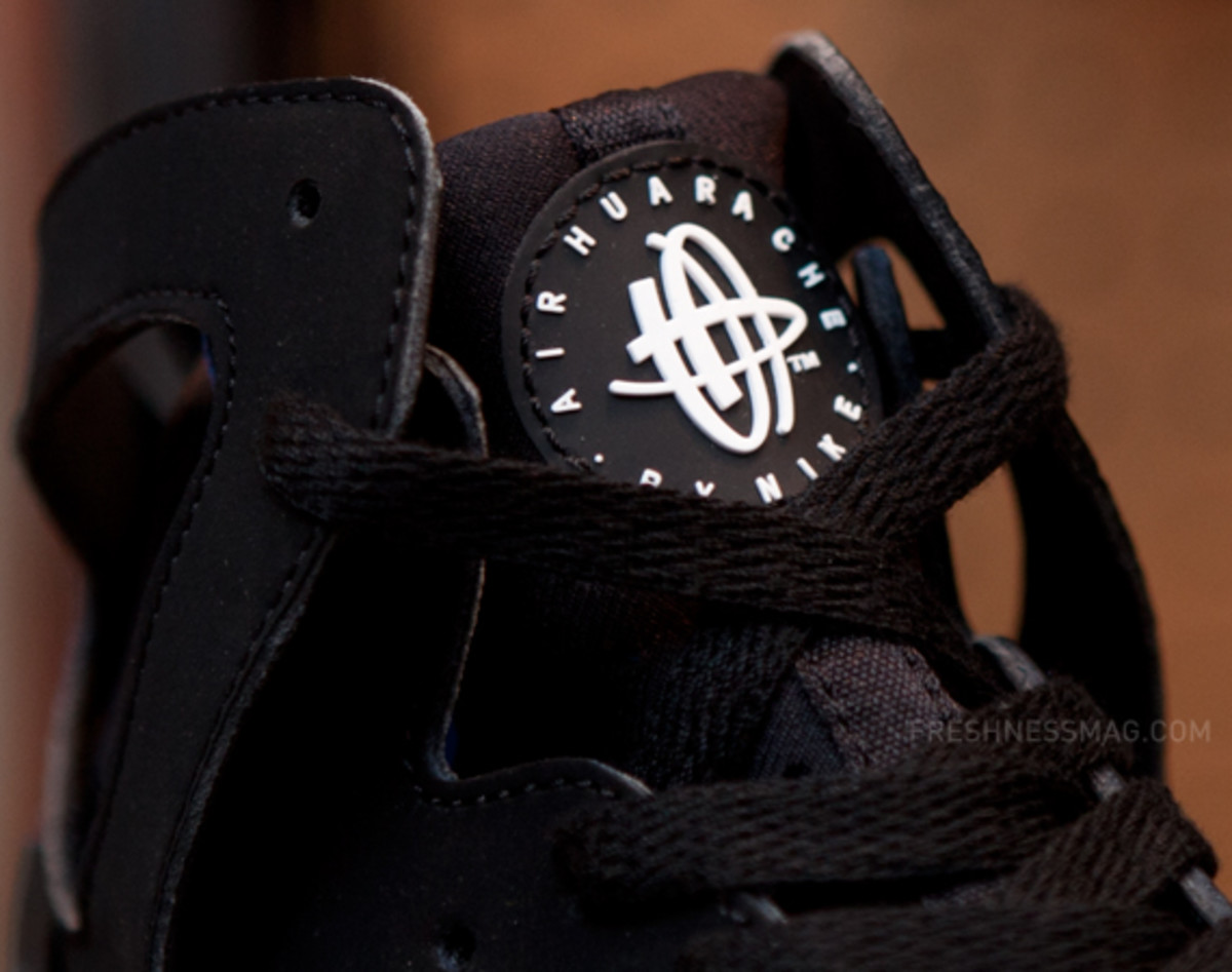 nike-air-huarache-basketball-2012-qs-black-italy-blue-02