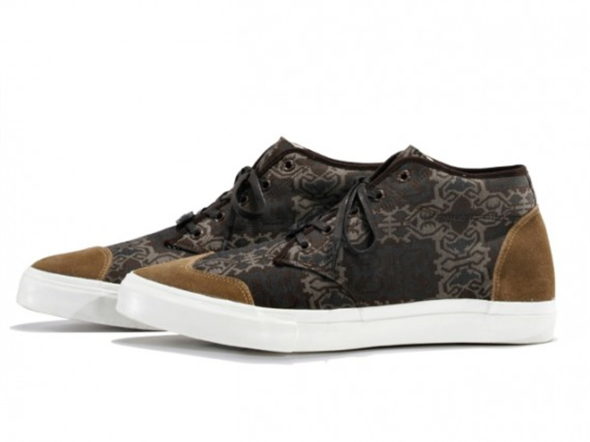 white-mountaineering-cotton-jacquard-batik-mid-sneakers-02