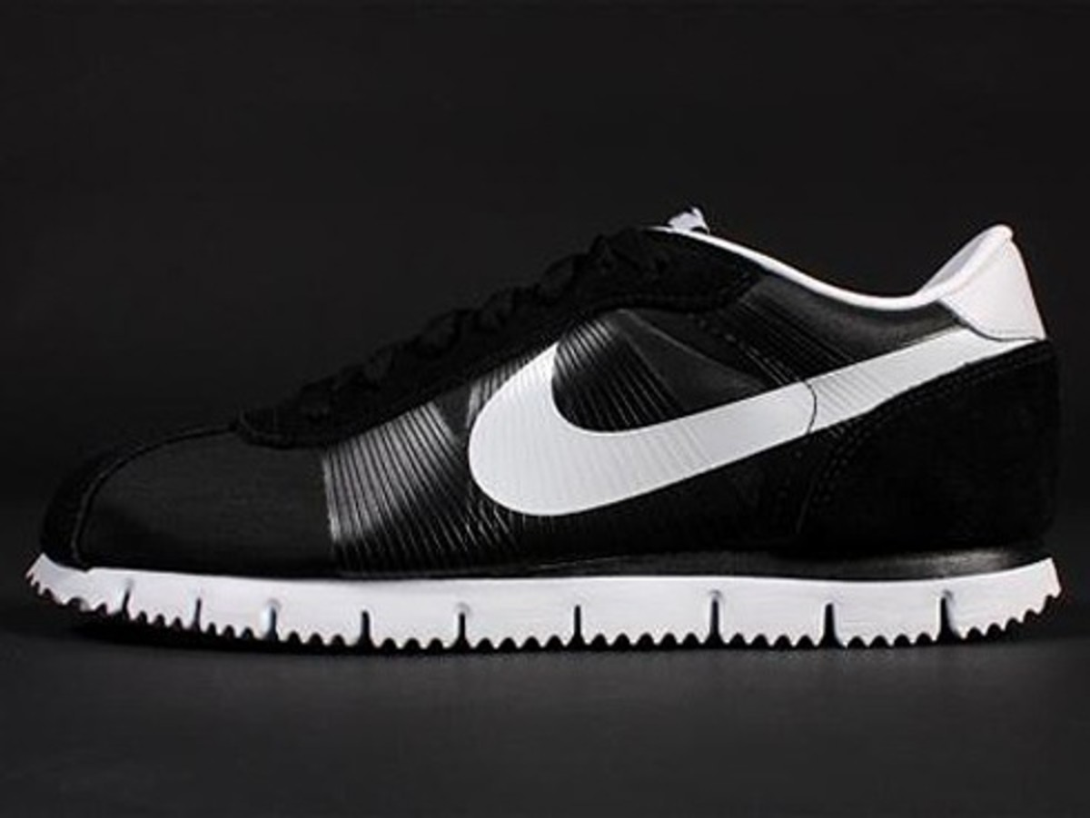 Nike - Cortez Fly Motion - Black & White Edition