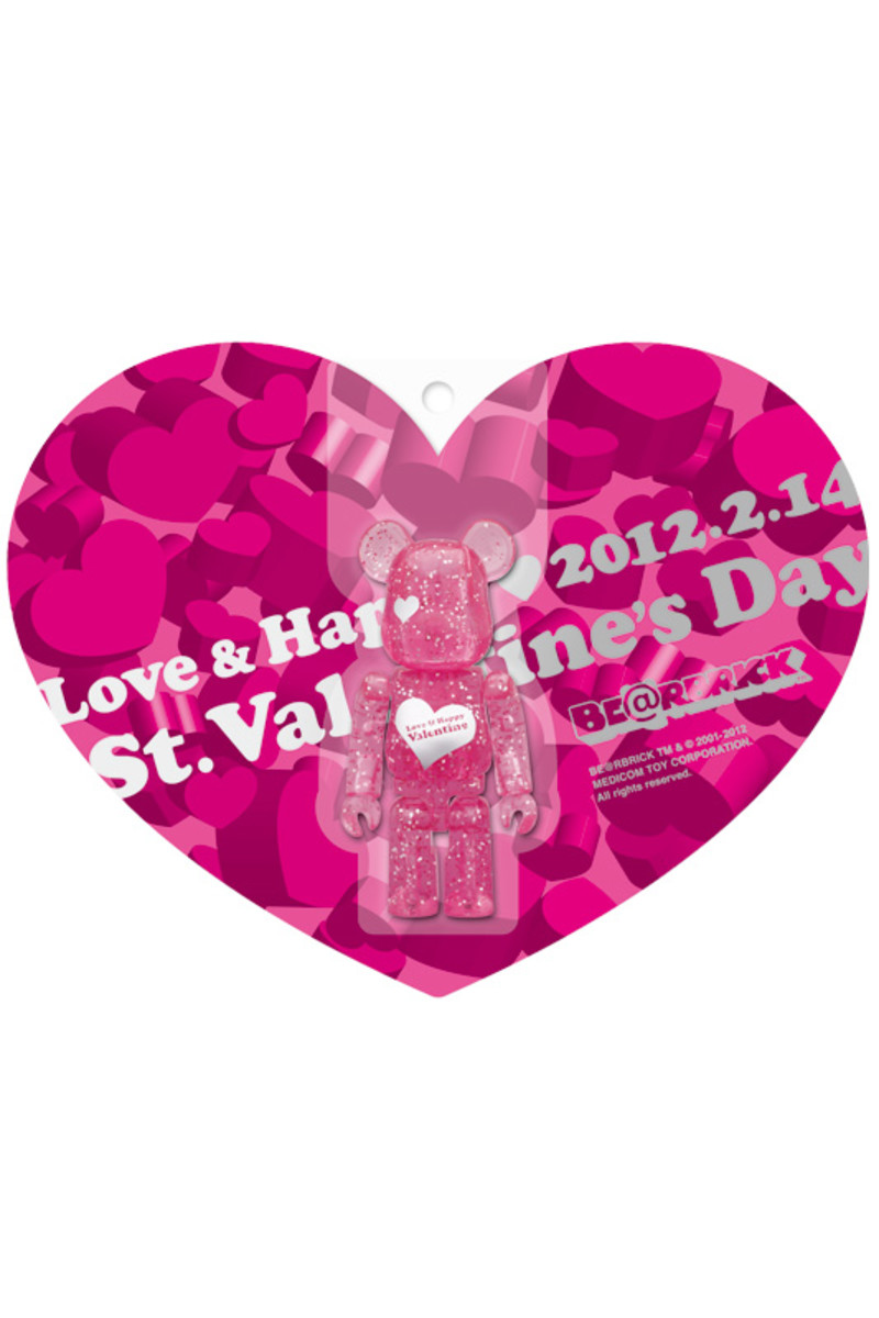 medicom-toy-2012-valentines-day-bearbrick-03