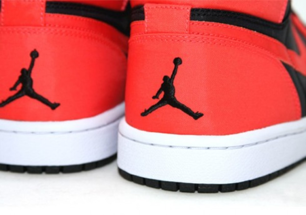 Air Jordan 1 Retro High - Black/Max Orange-White - 1