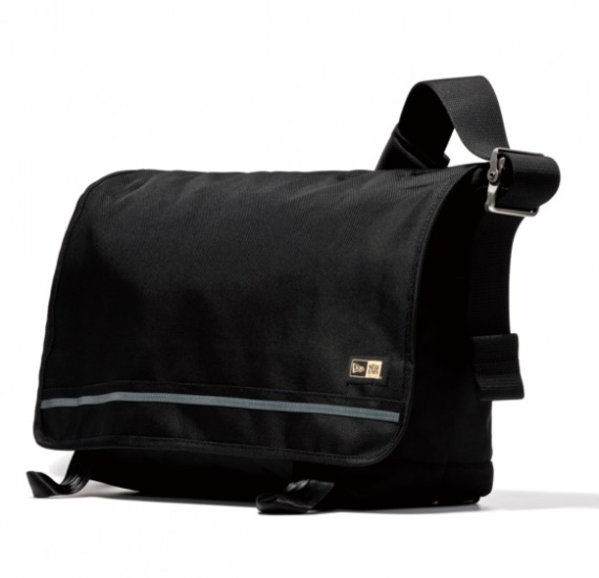 new-era-messenger-bag-01