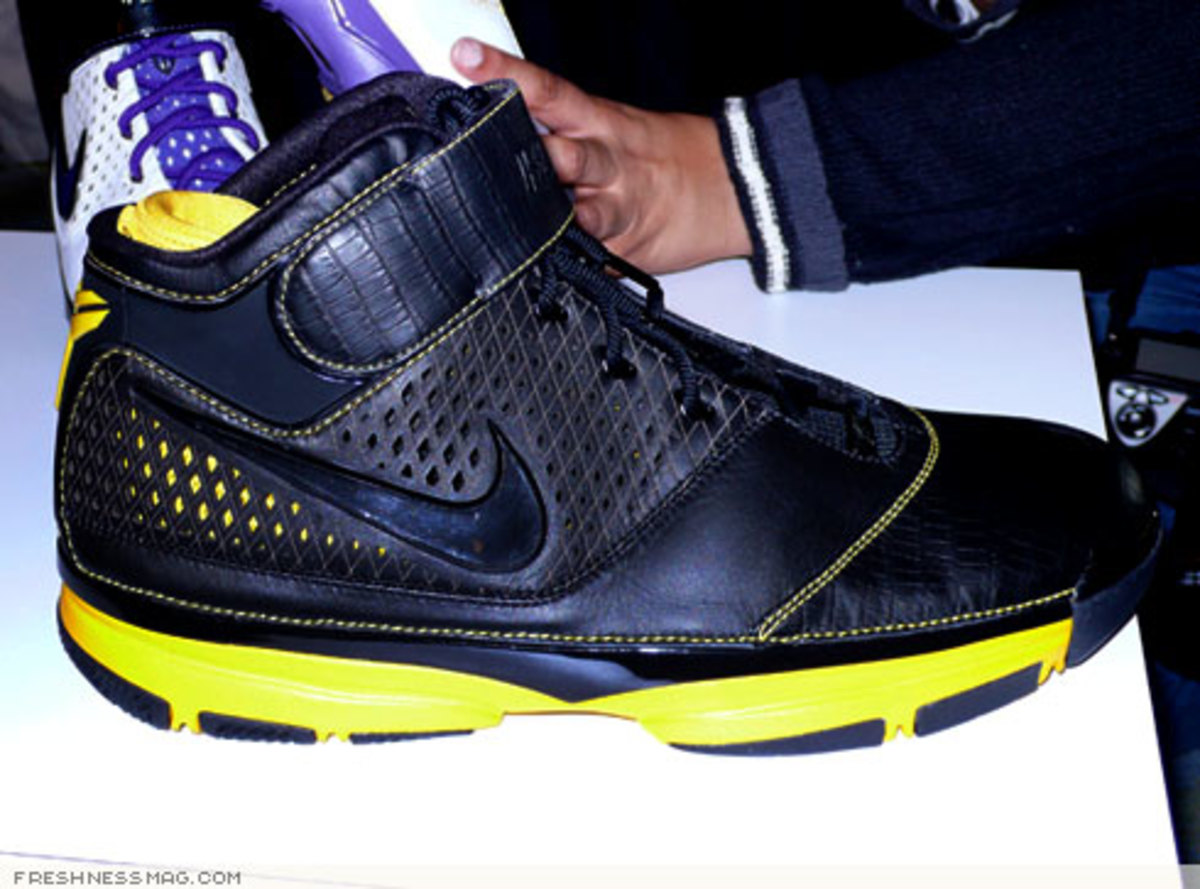 Nike  Zoom Kobe II (2)  - US + Asia Pacific Editions - 9