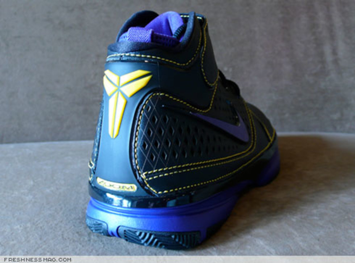 Nike  Zoom Kobe II (2)  - US + Asia Pacific Editions - 3