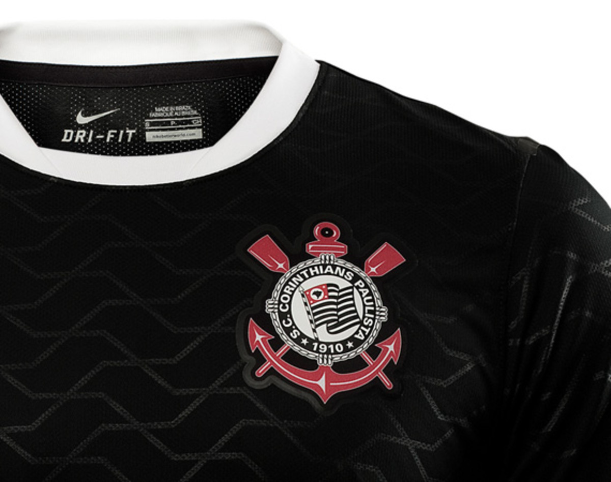 nike-football-sport-club-corinthians-paulista-2012-2013-kit-05