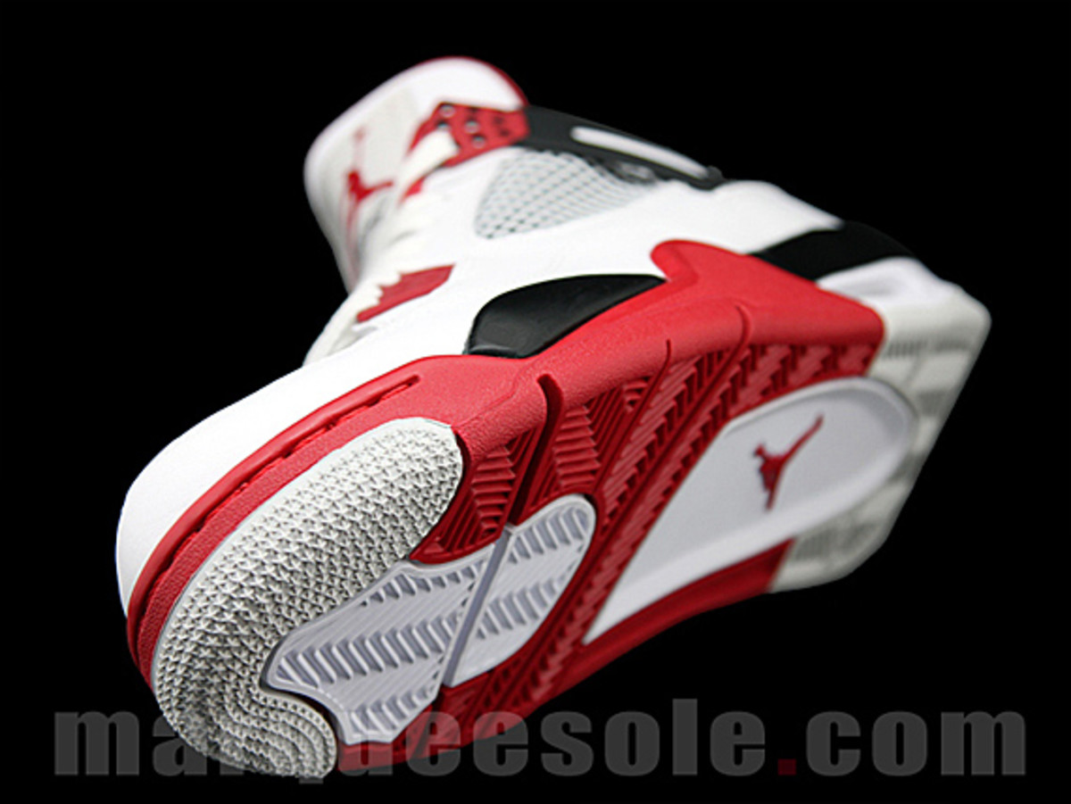 air-jordan-iv-fire-red-04