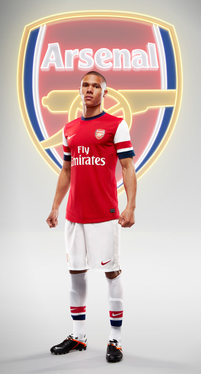 nike-arsenal-2012-2013-home-kit-kieran-gibbs-01