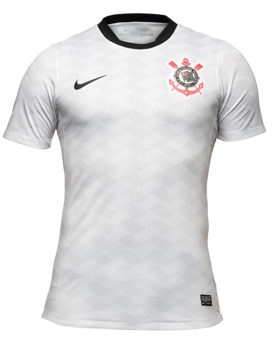 nike-football-sport-club-corinthians-paulista-2012-2013-kit-02