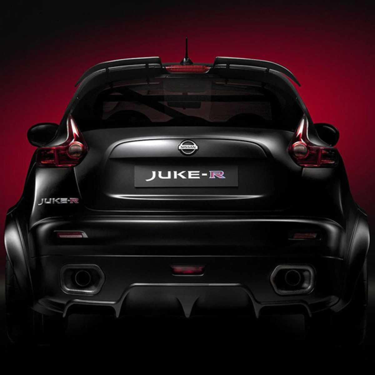 nissan-juke-r-officially-unveiled-10