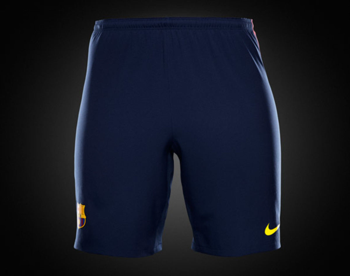 nike-football-fc-barcelona-home-away-kit-2012-2013-08