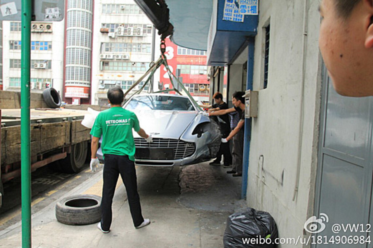 aston-martin-one-77-crashed-hong-kong-07