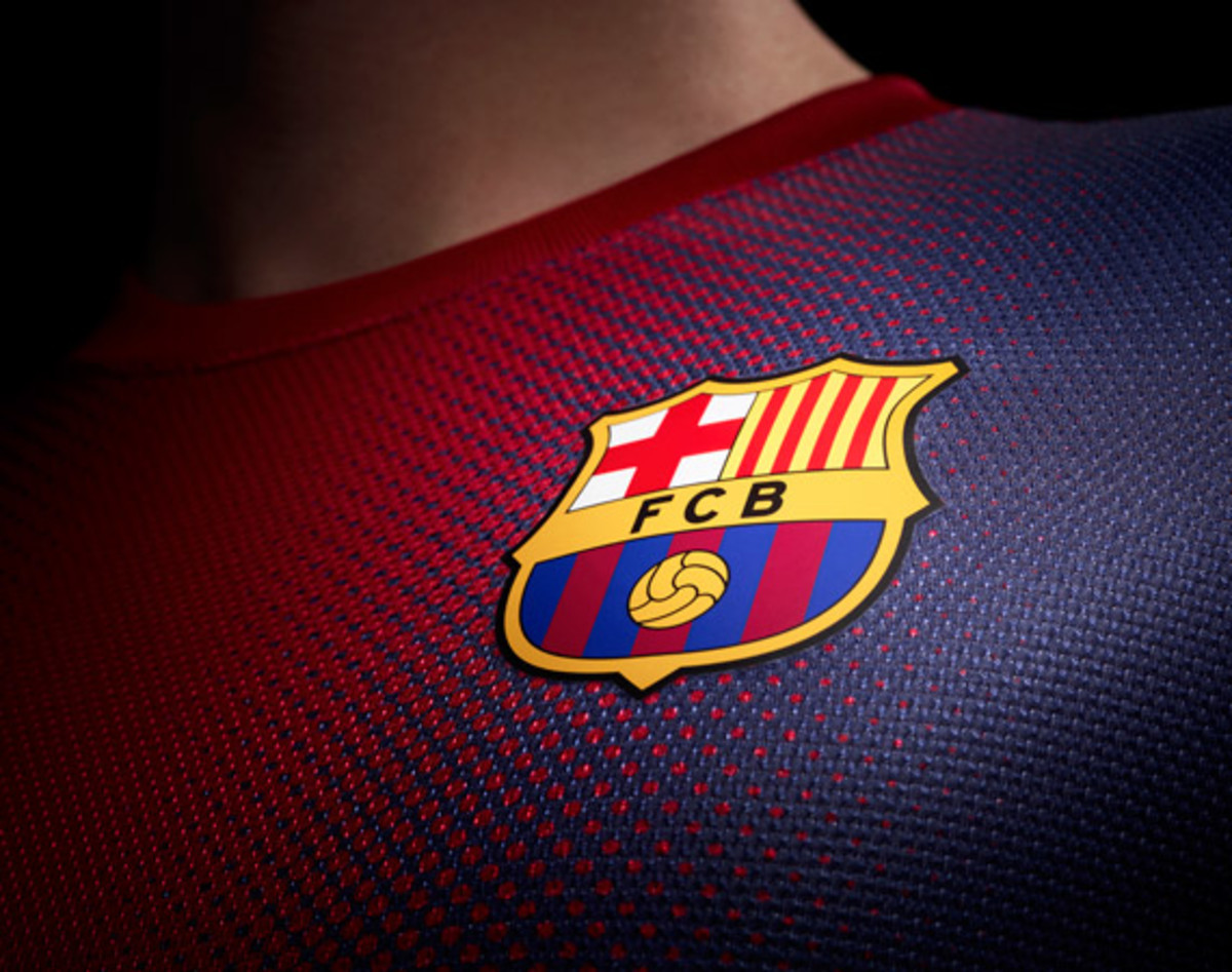 nike-football-fc-barcelona-home-away-kit-2012-2013-02