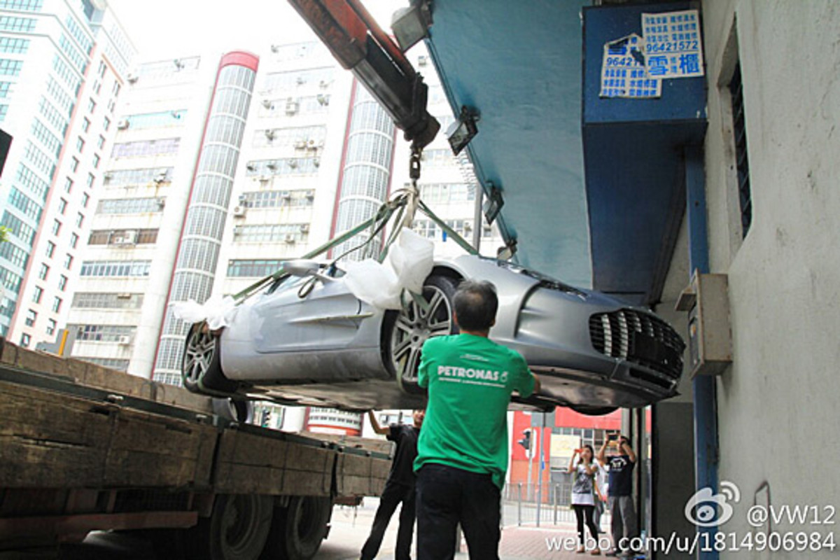 aston-martin-one-77-crashed-hong-kong-06