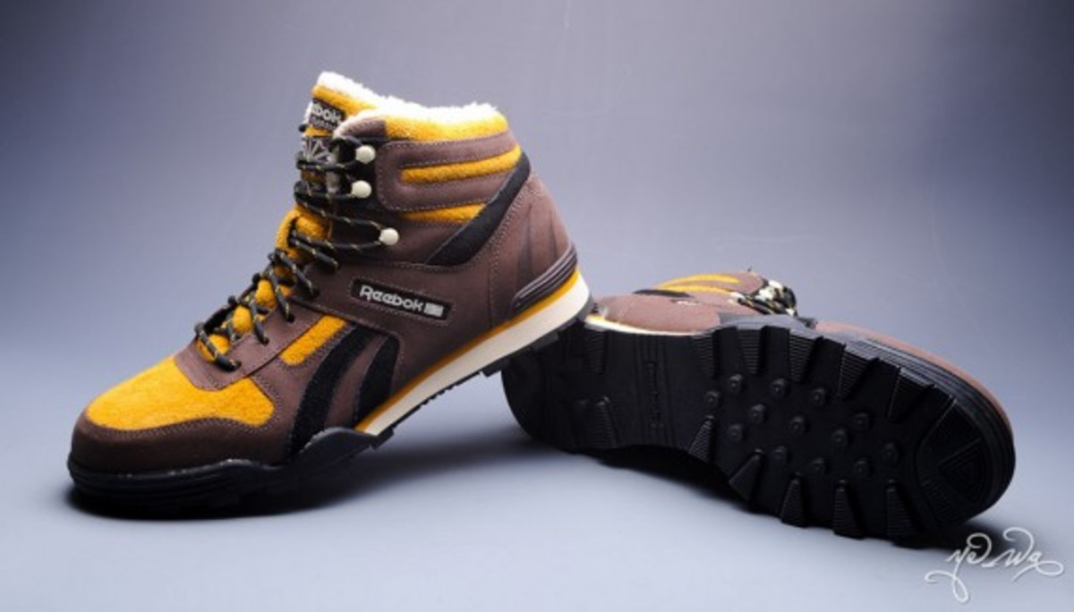 marvel-reebok-night-sky-mid-sabretooth-05