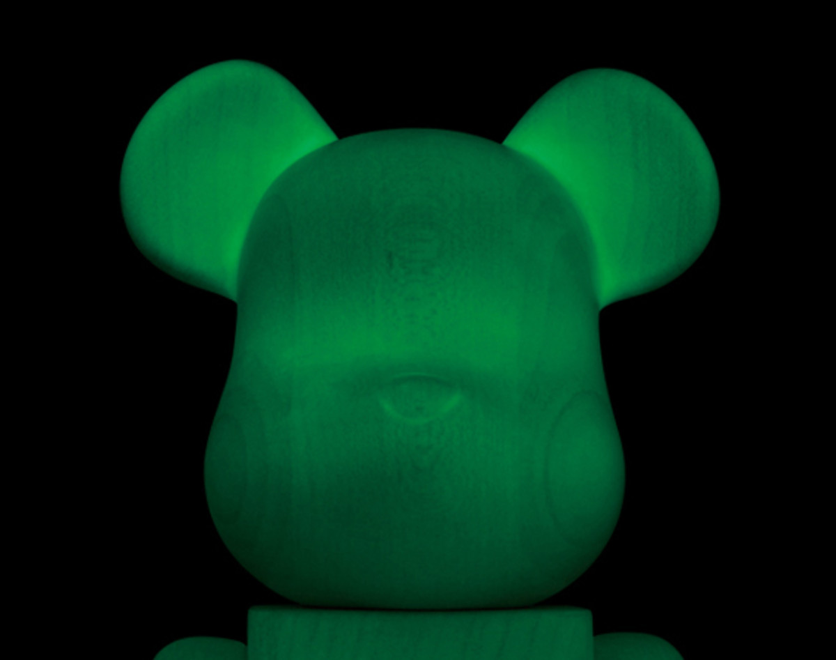 karimoku-medicom-toy-glow-in-the-dark-bearbrick-00