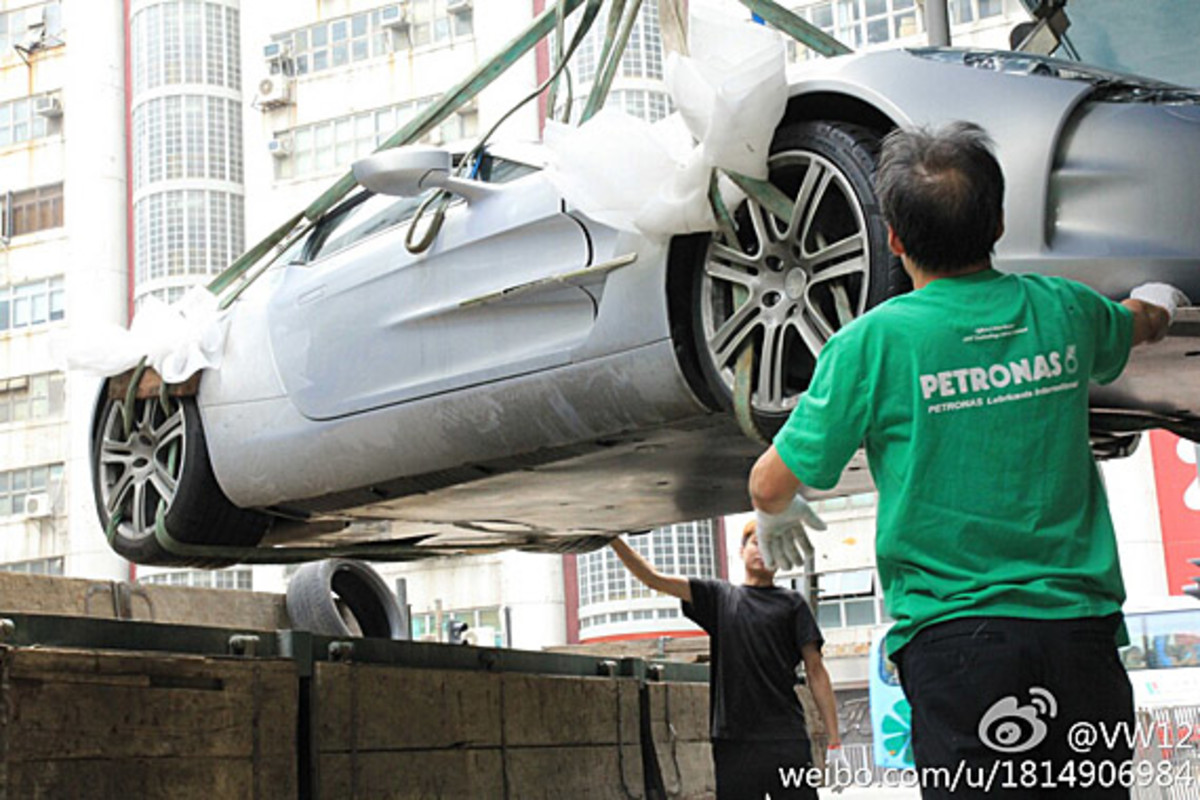 aston-martin-one-77-crashed-hong-kong-05