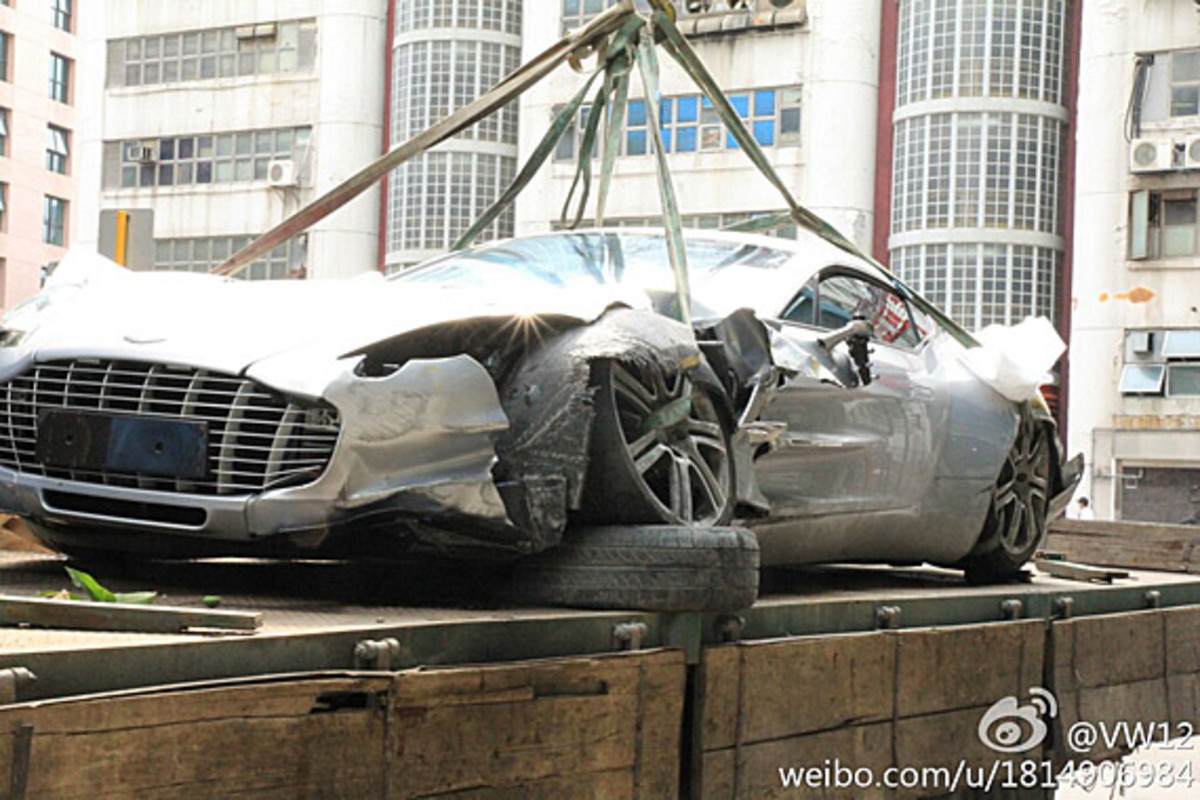 aston-martin-one-77-crashed-hong-kong-02