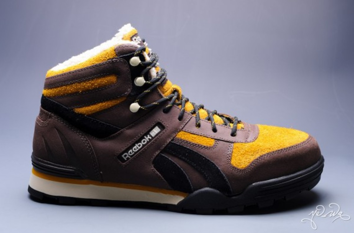 marvel-reebok-night-sky-mid-sabretooth-03b
