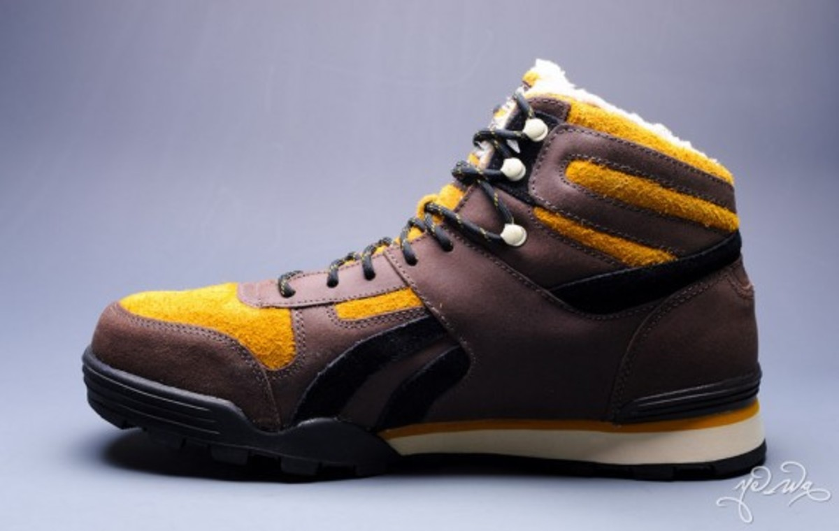 marvel-reebok-night-sky-mid-sabretooth-03