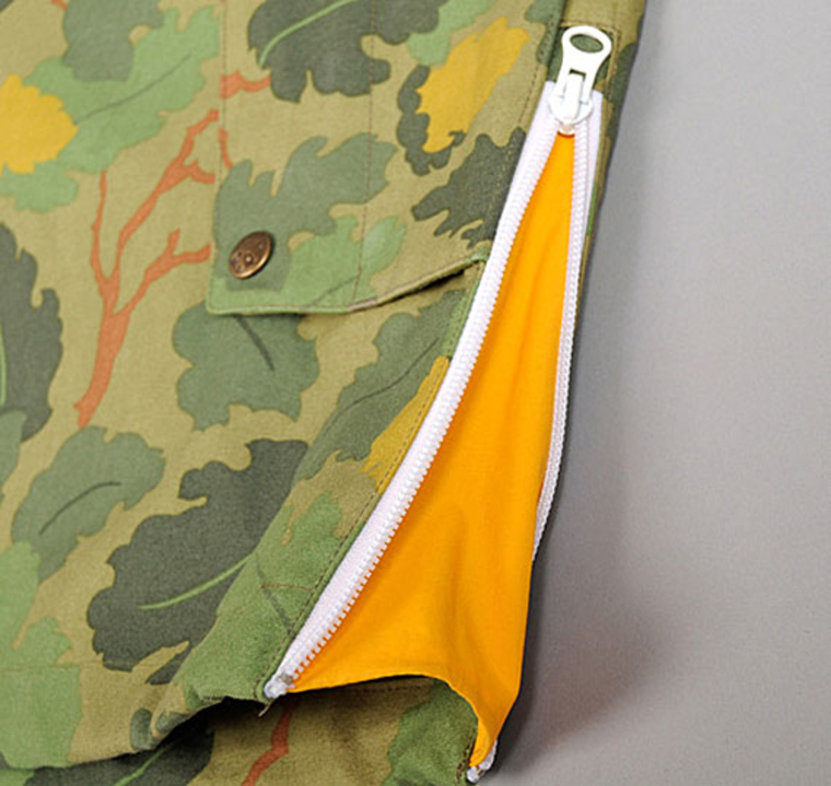 the-hill-side-owner-operator-leaf-camo-chino-pack-anorak-10