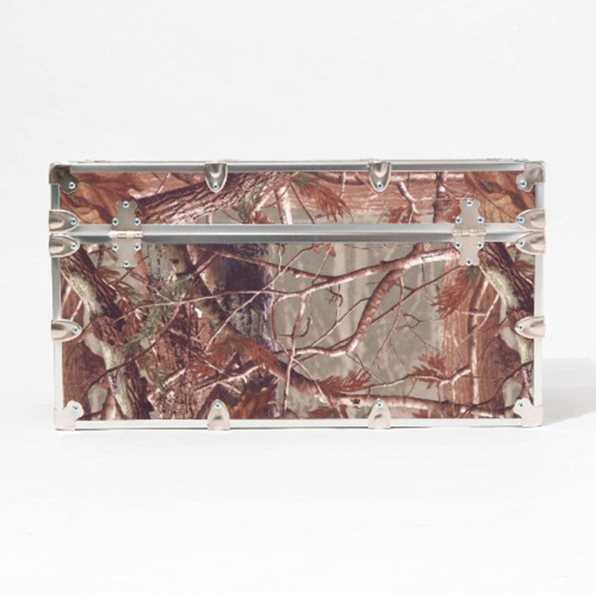 stussy-livin-general-store-go-out-rhino-trunk-realtree-armor-trunk-02