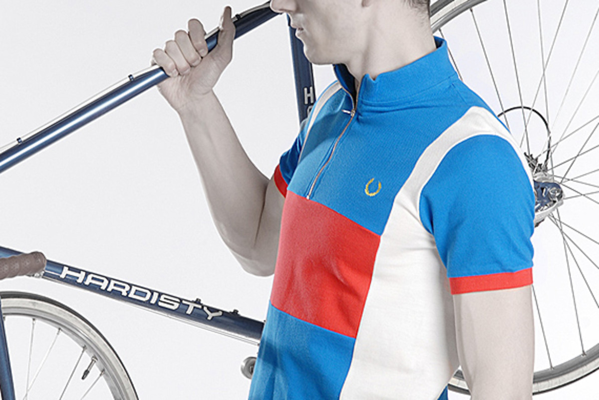 fred-perry-laurel-wreath-blank-canvas-cycling-03