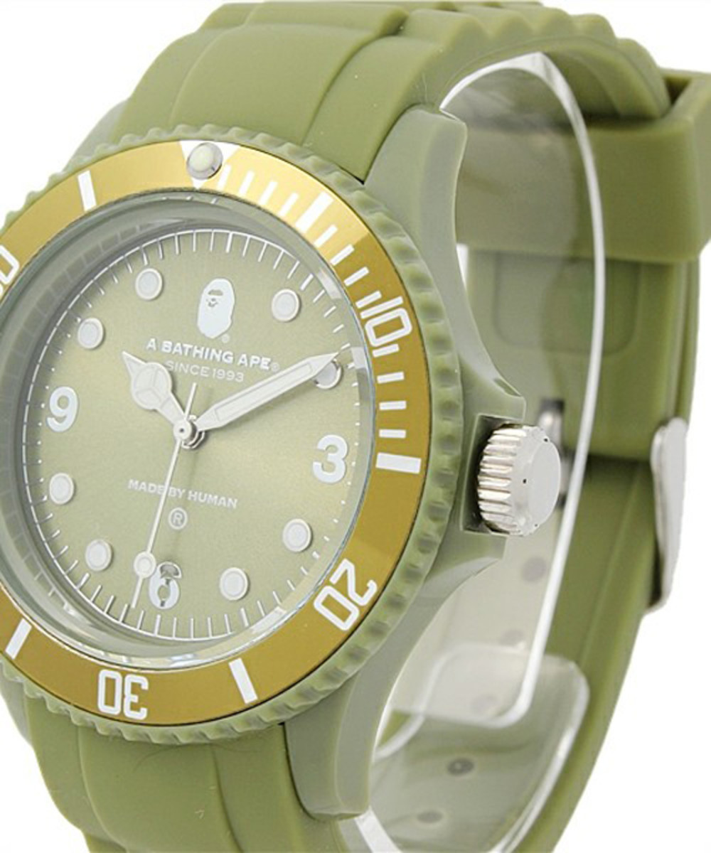 a-bathing-ape-rubber-bapex-clear-05