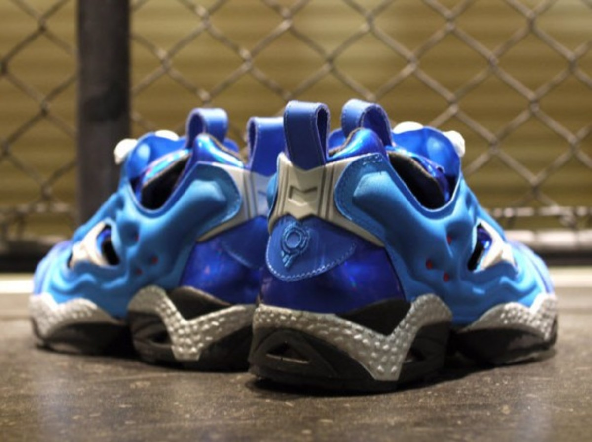ghost-in-the-shell-stand-alone-complex-x-reebok-insta-pump-fury-tachikoma-available-now-4