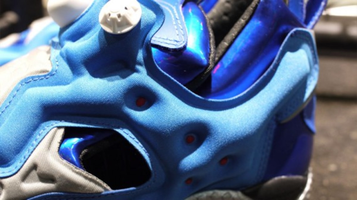 ghost-in-the-shell-stand-alone-complex-x-reebok-insta-pump-fury-tachikoma-available-now-5