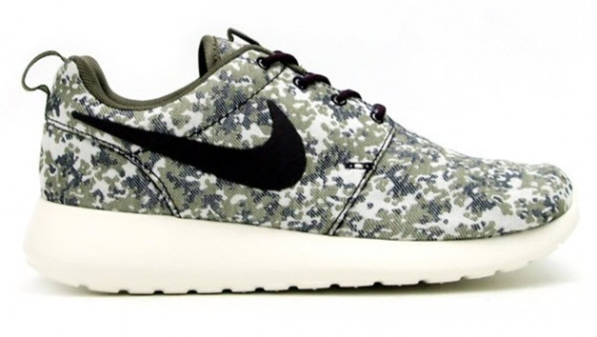 aebd16f144673 ... Nike Women s Roshe Run Camo Pack now at atmos Tokyo. ADVERTISEMENT
